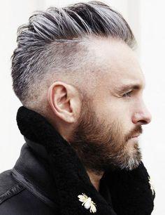 Toller Undercut-Schnitt bei grauen Haaren