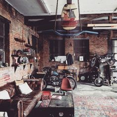 Convert Your Garage into a Man Cave - Man Cave Home Bar Motorcycle Workshop, Motorcycle Shop, Motorcycle Garage, Moto Bike, Garage Cafe, Garage Shop, Garage Workshop, Transformer Un Garage, Garage Atelier