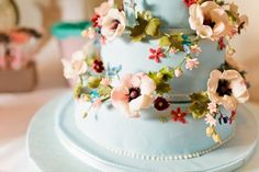 Cake love: a sweet and pretty floral wedding cake topped with a tiny bench and love birds