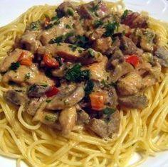 Creamy chicken and mushroom spaghetti Bacon Recipes, Pasta Recipes, Chicken Recipes, Cooking Recipes, Hungarian Cuisine, Hungarian Recipes, Easy Healthy Recipes, Vegetarian Recipes, Easy Meals
