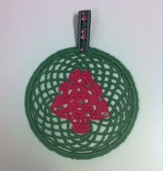 Raamhanger #kerst#haken Patroon vind je op onze site: http://www.ritsin.nl/blog.php/article/34#.UpizPI29Kc0