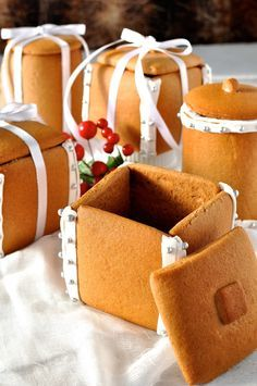 ❤️Gingerbread Boxes and Mason Jars - completely edible gifts! The jars are made by wrapping dough around a can. No cookie cutters, mixers or any special equipment required. Great edible Christmas gift idea!❤️
