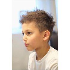 男の子のかっこいい髪型46選☆おしゃれな切り方やアレンジ方法をご紹介! | folk Kids Short Haircuts, Kids Hairstyles Boys, Teen Hairstyles, Haircuts For Men, Short Hair Cuts, Short Hair Styles, Business Portrait, Kids Fashion Boy, Super Hair