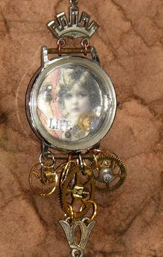 Turn an old watch into a photo bracelet