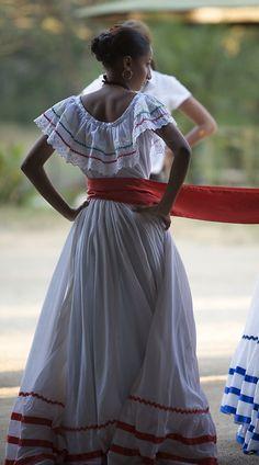 Preparing to dance - Hacienda Pinilla, Guanacaste - Costa Rica Culture Day, Flamenco Skirt, Mexican Fashion, Custom Dresses, Traditional Dresses, Victorian Fashion, World Of Fashion, Prom Dresses, Style Inspiration