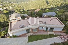 Luxury house at Vallvidriera, Barcleona for sale. 558,32m2 with 6 bedrooms and 3 bathroom. At the bottom of Tibidabo, near Funicular, forests and Barcelona city center. Price: 1.500.000 €