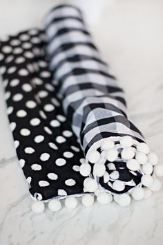 DIY No-Sew Dog Travel Blanket - Pretty Fluffy | Pretty Fluffy