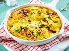 Unser beliebtes Rezept für Nudelomelett mit Möhre und Zucchini und mehr als 55.000 weitere kostenlose Rezepte auf LECKER.de. Zucchini, Thai Red Curry, Quiche, Macaroni And Cheese, Cabbage, Pizza, Vegetables, Cooking, Breakfast