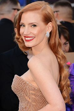 A combo we love: A red lip on a redhead. You go, Jessica Chastain. #oscars