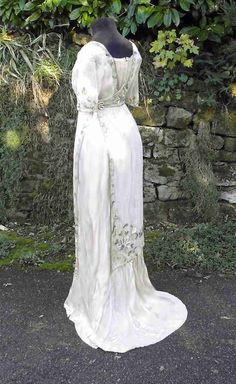 1910-1911 silk with embroidered tulle, small synthetic beads, lace and satin braids