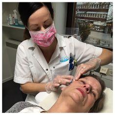 Restylane Skin Booster återfuktar huden och stimulerar till ökad collagen nybildning.