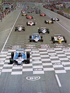 1980 , Paul Ricard GP start. Lafitte,Arnoux,Pironi.Jones,Reutemann.Prost,Jabouille,Piquet,Giacomelli,Depailler and co.