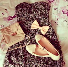 Little floral print dress with all light nude accessories<3