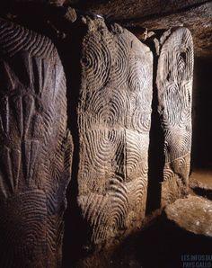 Cairn de Gavrinis (6000 ans av. JJ.C.). Île de Gavrinis. Bretagne