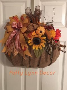 Easy Fall Wreaths, Diy Fall Wreath, Thanksgiving Wreaths, Wreath Crafts, Holiday Wreaths, Wreath Ideas, Thanksgiving Projects, Burlap Wreath, Fall Craft Fairs
