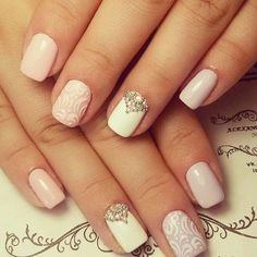 The delicate lacy manicure is very popular among the brides and the girls of the romantic nature. It looks very