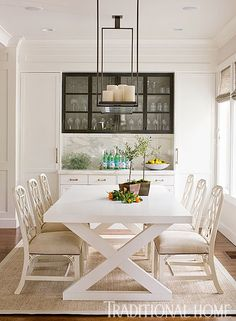 We love this casual dining room with a clean white palette. - Photo: John Granen / Design: Kelie Grosso