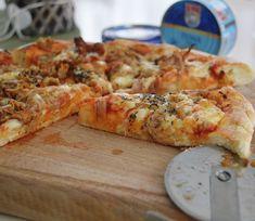 Pizza de casa cu ton si galbiori - Rețete Papa Bun Ketchup, Mozzarella, Cheese, Food, Essen, Meals, Yemek, Eten