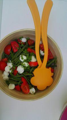 Gezonde salade met boontjes en tomaten uit de tuin afgewerkt met mozarella! Do I…