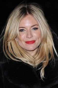Sienna Miller Hair Style File is part of Sienna Miller Hair Style File Vogue Co Uk - Queen of boho turned Hollywood starlet, Sienna Miller is as much a pinup for her hairstyles as for her unique style See her best looks My Hairstyle, Hairstyles With Bangs, Pretty Hairstyles, Side Fringe Hairstyles, Good Hair Day, Great Hair, Sienna Miller Hair, Sienna Miller Fringe, Sienna Miller Style