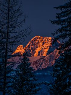 Wake up to this view. MRT @LeonKauffman Early morning light on the Mission Mountains #MontanaMoment