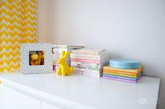 Żółto-szary pokój dziecięcy projektu Agnieszki Kudeli - PLN Design