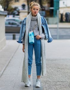 13 cold weather dressing tricks from Russia Fashion Week Street Style via … – Top Trends Mode Outfits, Winter Outfits, Casual Outfits, Fashion Outfits, Dress Fashion, Insta Outfits, Denim Outfits, Casual Clothes, Fashion Clothes