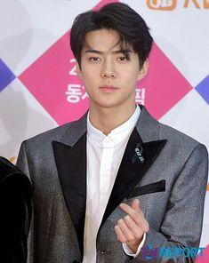 [171225] #EXO #SEHUN @2017 SBS Gayo Daejun red carpet Exo Awards, Sehun Cute, Exo Official, Exo Korean, Chinese Boy, Jonghyun, Chanyeol, Boy Groups, Dancer