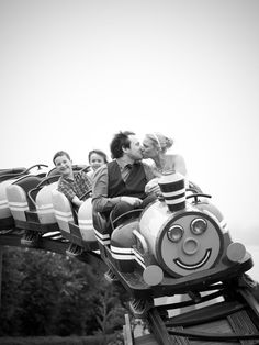 Sweet wedding photography on a rollercoaster :)