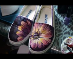 Pretty DIY Canvas Shoes...thinking COURTNEY could do this!