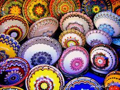 bulgarian pottery...i love how full of vivid colors is everything!!!!!!!!!!!