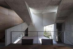 SHOGO ARATANI  1971 Born in Osaka 1996 Graduate from Tokushima University, Construction Engineering Department 1996-2000 Moo Architect Workshop 2000 Establis...