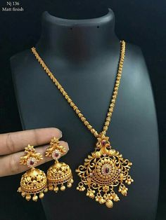 Gold Jewelry In China Gold Jhumka Earrings, Gold Earrings Designs, Gold Necklace Simple, Gold Jewelry Simple, Gold Chain Design, Gold Jewellery Design, Indian Jewelry Sets, Bridal Jewelry, Bridal Earrings