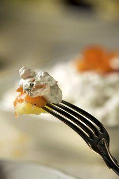 Graavisuolatusta ja kylmäsavustetusta kirjolohesta tehdään klassikkoherkkua. Tapas, Cooking, National Treasure, Drinks, Christmas, Cuisine, Kitchen, Navidad, Weihnachten