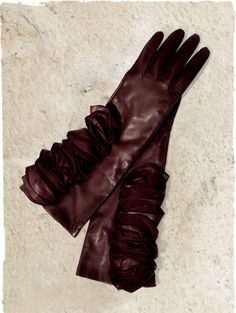The perfect ruffled leather gloves to go with my Bordeaux alpaca coat.