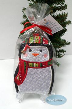 Penguin Zipper Case, Padded Phone Case, Christmas Stocking Stuffer, Grab Bag Gift | SewAmazin on Etsy @sewamazin #ButterflysPin