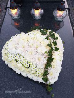 Memorial Flowers, Cemetery Flowers, Funeral Flowers, All Flowers, Flower Art, Floral Arrangements, Blue Moon, Food, Funeral Flower Arrangements