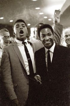 Heavyweight Muhammad Ali with singer Sam Cooke during Floyd Patterson vs Sonny Liston fight at the Convention Center. Las Vegas, NV Get premium, high resolution news photos at Getty Images Steve Mcqueen, Style Ivy, Baba Vanga, Floyd Patterson, Pin Up, Float Like A Butterfly, Vintage Black Glamour, Black History Facts, Portraits
