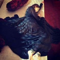 Dpz for girls Beautiful Suit, Beautiful Girl Image, Beautiful Hijab, Beautiful People, Indian Wedding Couple Photography, Crying Girl, Girl Hiding Face, Girls Dp Stylish, Profile Picture For Girls
