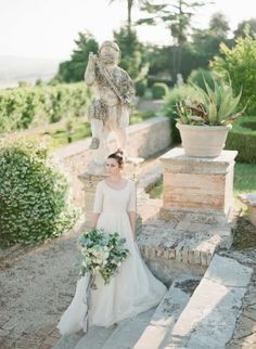 Get scrolling Donna Bella, you're invited to a very Italian fête as seen through the lens of Greg Finck. Because when it comes to inspirations with aisle-style, this one is as good as it gets. Marrying wedding-worthy landscapes with vineyard views and luscious blues, it's a gallery with endless