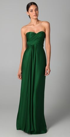 emerald gown noun a gown in a bright green color like an emerald. Emerald Gown, Emerald Color, Green Gown, Red Carpet Dresses, Beautiful Gowns, Dream Dress, Dress Me Up, Pretty Dresses, Gq
