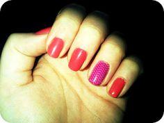 contrasting chevron accent nail