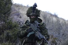 Canadian Soldiers, Canadian Army, Military Police, Military Weapons, Force Pictures, Military Special Forces, Military Photos, Armed Forces, Forces Armées