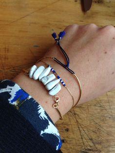 bijoux fins de créatrice, bracelets en argent massif doré à l'or fin 24 carats, jonc pompons , bracelet ligne , et jonc stones marbre et pompon. Différents coloris possible pour un style chic-décontracté