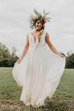 Boho wedding dress, boho bride, flower crown, wedding flower crown, boho wedding, boho elopement, fun and carefree wedding inspiration, wedding dress inspiration, bridal photos, bridal photography, wedding pictures, bridal pose ideas, pose ideas for bride