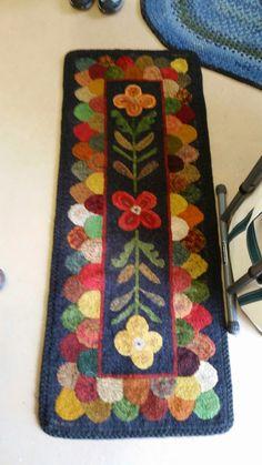 Hooked Floral & Tongue Runner; design by Susan Feller of Ruckman Hill Farm