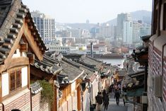 This list includes 25 of the best things to do in Seoul, South Korea. From shopping to sightseeing to food, Seoul is an amazing city with many attractions! Oh The Places You'll Go, Places To Travel, Places To Visit, Travel Destinations, South Korea Travel, Asia Travel, Travel Tips, South Korea Photography, Bukchon Hanok Village