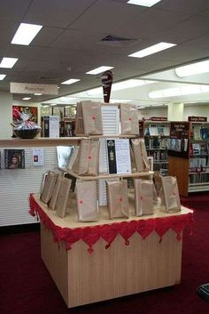 Blind Date with a Book: To promote reading, some public libraries wrap up novels. The librarians write tantalizing clues about what's inside and stick on barcodes for checkout purposes. I love this idea! Books For Teens, Teen Books, Library Displays, Book Displays, Girl Scout Silver Award, Library Events, Future Library, Library Bulletin Boards, Middle School English