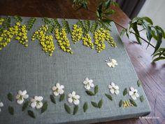いいね!127件、コメント1件 ― マカベアリス Alice Makabeさん(@alice_makabe)のInstagramアカウント: 「ミモザ。小さなパネルです。 ・ ・ 『春の庭先のこと』 3.17(土)-3.25(日) 19,20休/12-17時open もりのこと(西荻窪) @morinokoto…」 Embroidery Stitches, Embroidery Patterns, Hand Embroidery, Machine Embroidery, Flower Embroidery, Brazilian Embroidery, Needle And Thread, Red Roses, Needlework