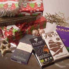Jiehaaa de decemberbox is nu te bestellen in de Andere Chocolade cadeauwinkel!  Leuk als sint- of kerstcadeau voor iedere chocoladeliefhebber in je familie of gewoon voor jezelf om tijdens een kerstfilmmarathon blokje voor blokje naar binnen te werken.. #topidee #kerst #sinterklaas #cadeau #pakjesavond #chocolade #kado #box #chocoladerepen #chocoholic #decemberbox #anderechocolade #chocoladeverzekering #beantobar #premium #puur #chocola #biologisch